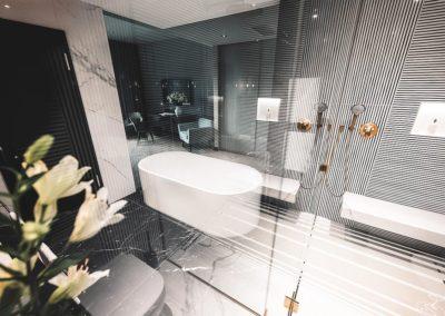 hotel-schumann-seefluegel-zimmer-bad-badewanne